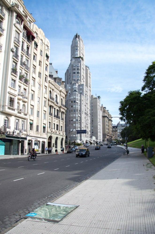 Na ulicama Buenos Airesa ljudi plešu tango
